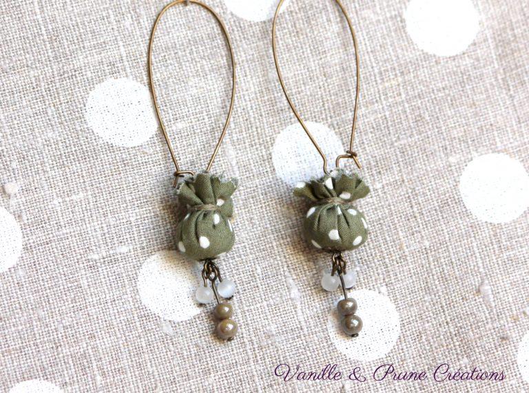 """Longues Boucles d'oreilles bronze °°mini bonbons°° de tissu à pois kaki, """"perlettes"""" assorties"""