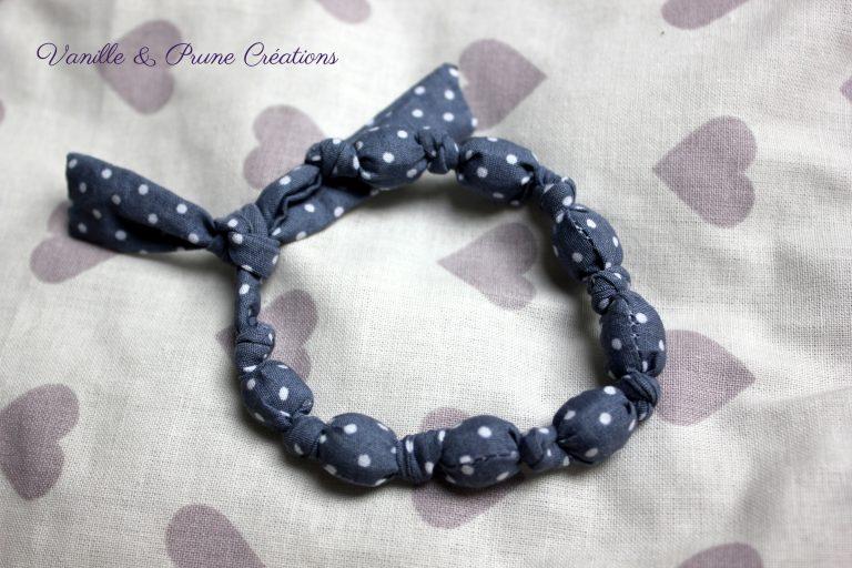 Bracelet boules et petits noeuds tissu Liberty® gris à pois blancs