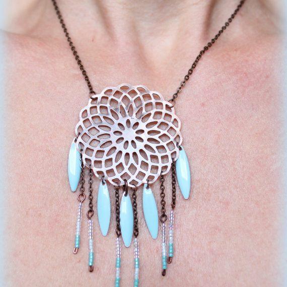 Collier cuivré breloques perles miyuki bleu pâle et navettes émaillées
