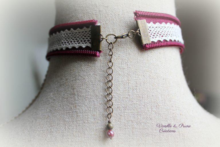 Collier ras-du-cou tissu zippé bordeaux, dentelle, yoyo et bouton de nacre naturel