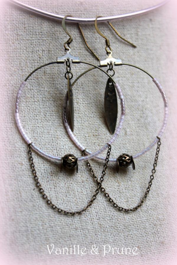 Boucles d'oreilles créoles bronze plumes et étoiles, miyuki rose pâles