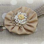 Bandeau headband biais à pois beige et yoyo uni, bijou de tête original
