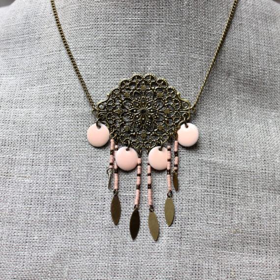 Collier bronze breloques perles miyuki rose saumon et navettes fines bronze