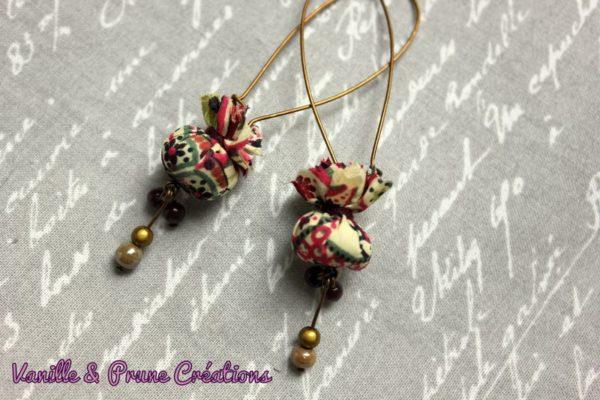 "Longues Boucles d'oreilles bronze °°mini pochons°° de tissu Liberty® Mark prune, ""perlettes"" assorties"