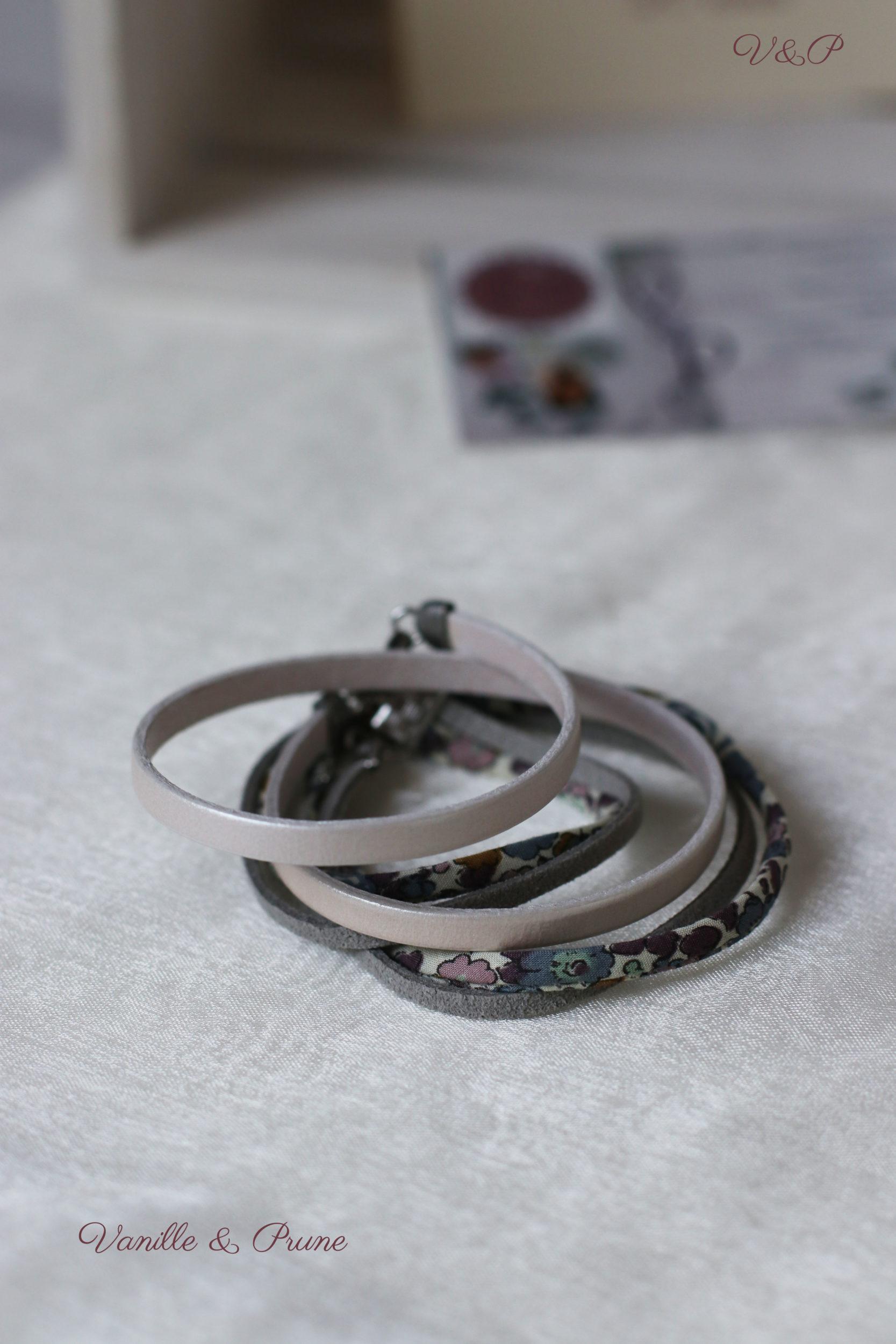 Bracelet multi-rangs cuir, Cordon Liberty® et daim gris, breloque métal