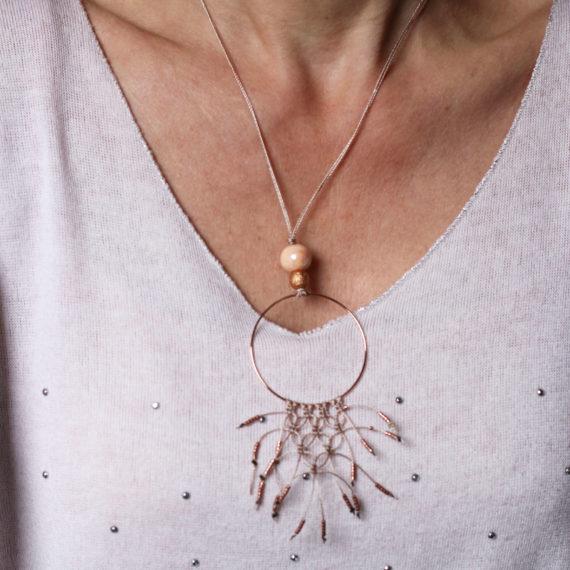 Collier rose gold intercalaire rond petit plastron en macramé et petites perles