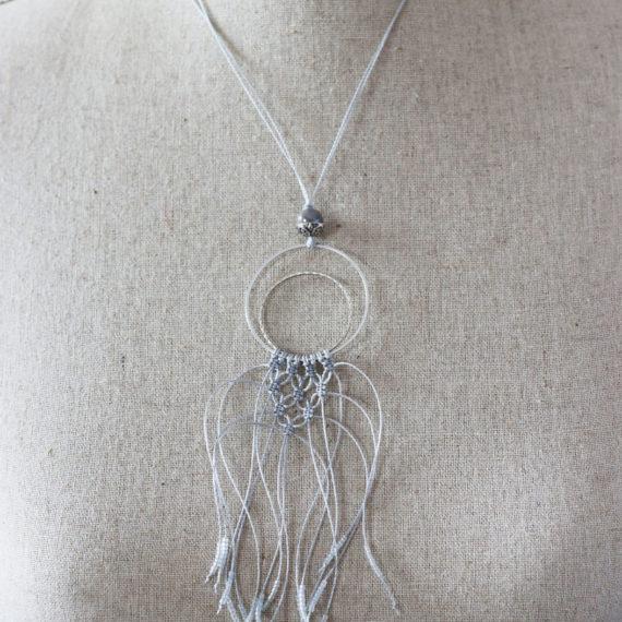 Collier argent double intercalaires ronds, plastron en macramé et petites perles miyuki