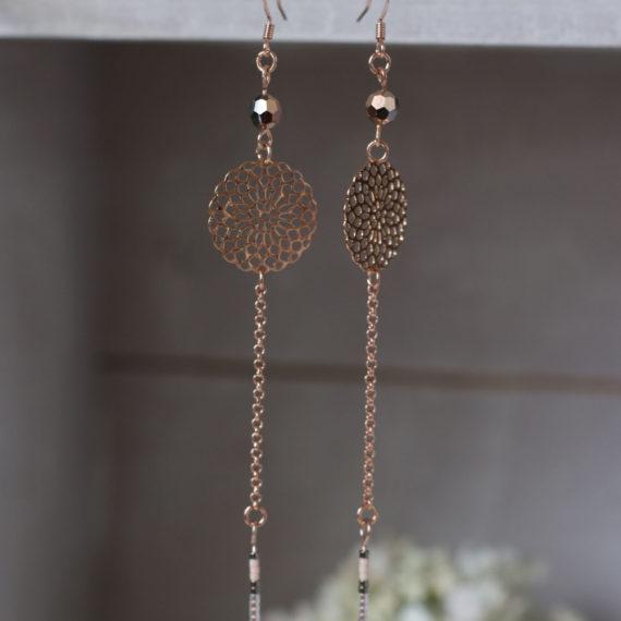 Boucles d'oreilles Rose gold longues, fines rosaces, perles Swarovski® rose gold et Silver