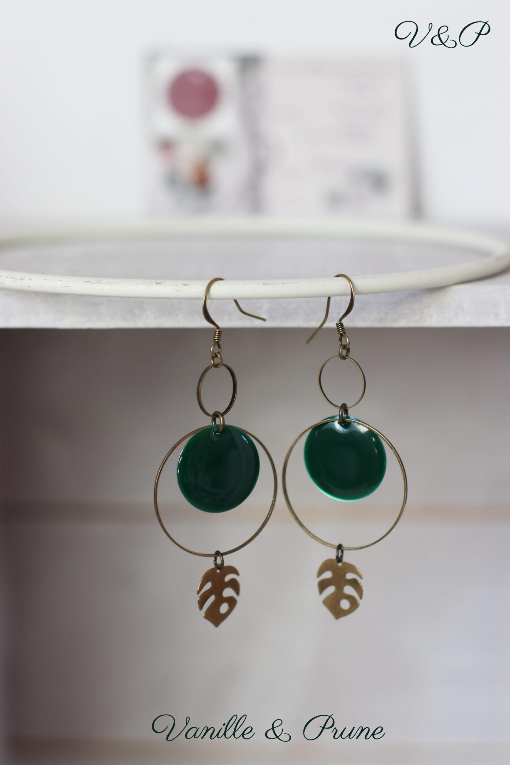 Boucles d'oreilles bronzes intercalaires moyens ronds, sequins émaillés grosses pastilles vert sapin et philodendron