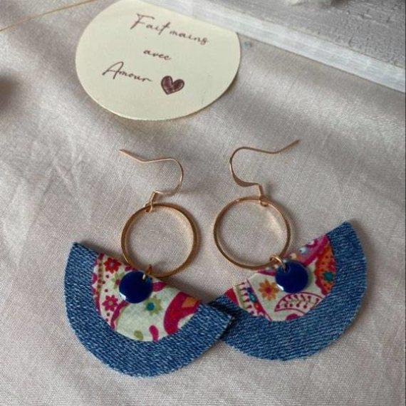 Boucles d'oreilles dorées roses formes demi-ronds en jeans et Liberty®of London motifs cachemire multicolores